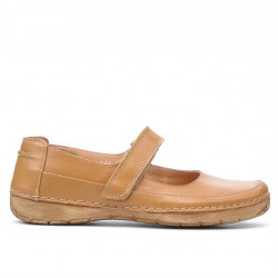 Women loafers, moccasins 685 brown