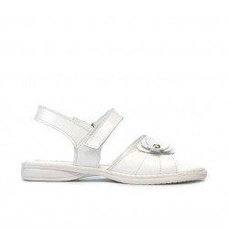 Small children sandals 55c patent white