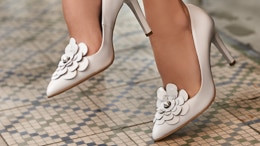 How to clean white shoes? Here are some tips for quick and efficient cleaning!