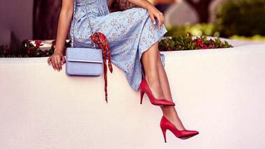 Asortarea pantofilor cu rochia: ce este permis si ce nu